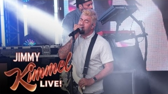 "Deftones Perform ""Prayers/Triangles"""
